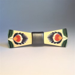 Wooden folklore bow tie