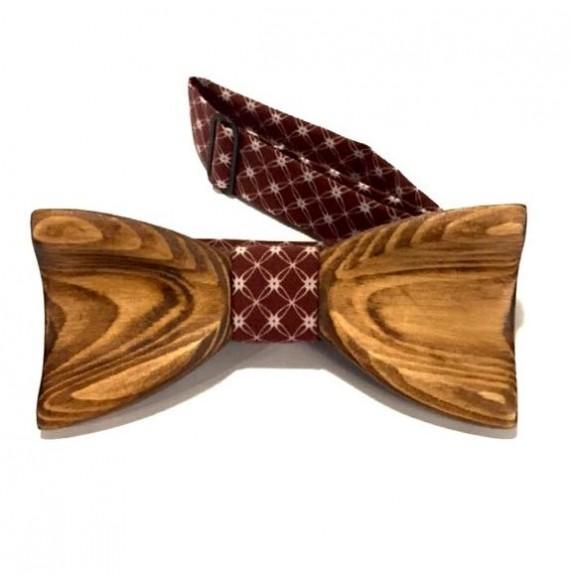 Drewniana muszka ręcznie rzeźbiona