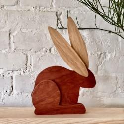 Drewniany zając Wielkanocny siedzący