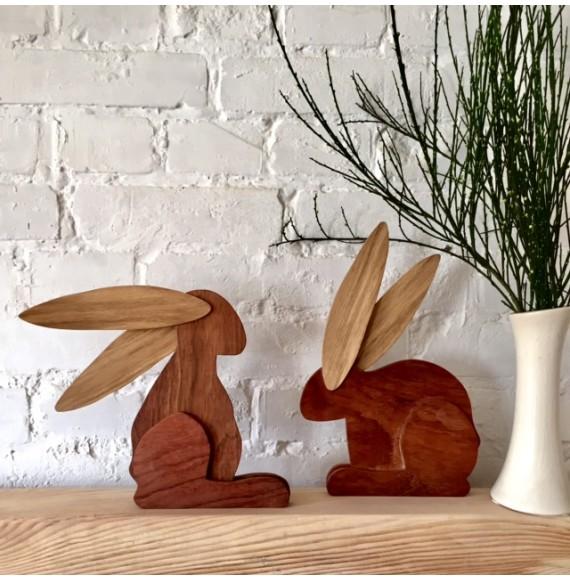 Drewniany zając siedzący