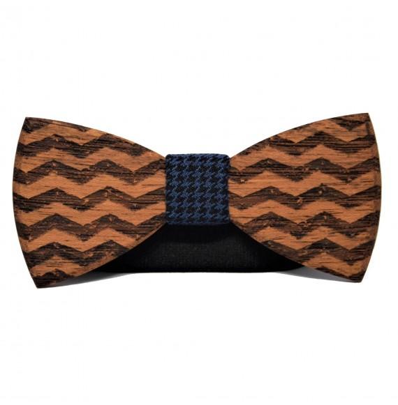 Drewniana muszka w geometryczne wzory