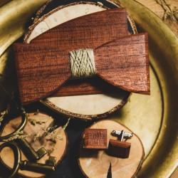 Drewniana muszka ze sznurkiem jutowym, spinki do mankietów i poszetka