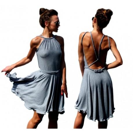 Sukienka z warkoczami na plecach