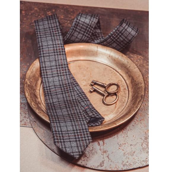 Krawat w kratę