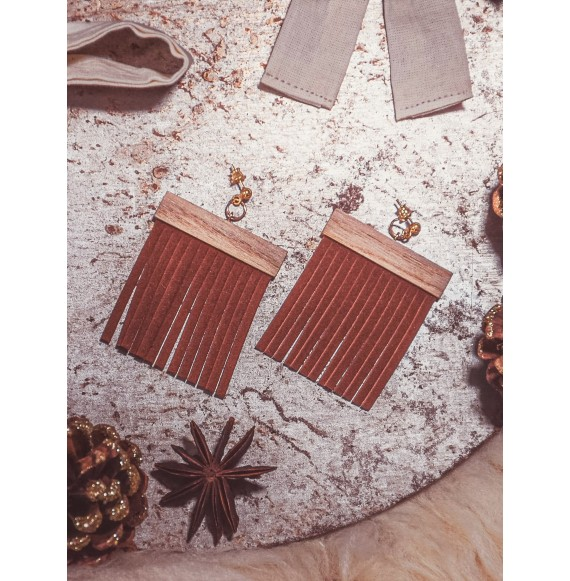 Oaky wooden earrings with fringes
