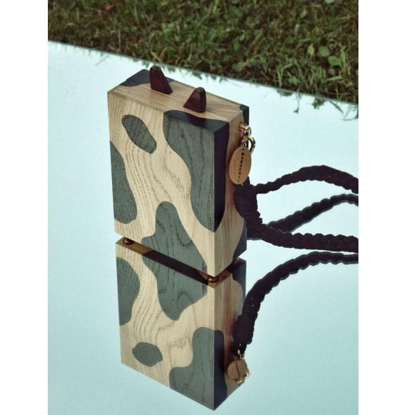 Drewniana torebka w krowie łaty